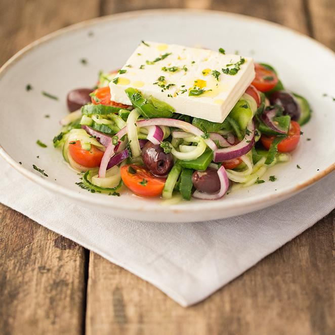 griechisch angehauchter gurkenpasta salat mit feta. Black Bedroom Furniture Sets. Home Design Ideas