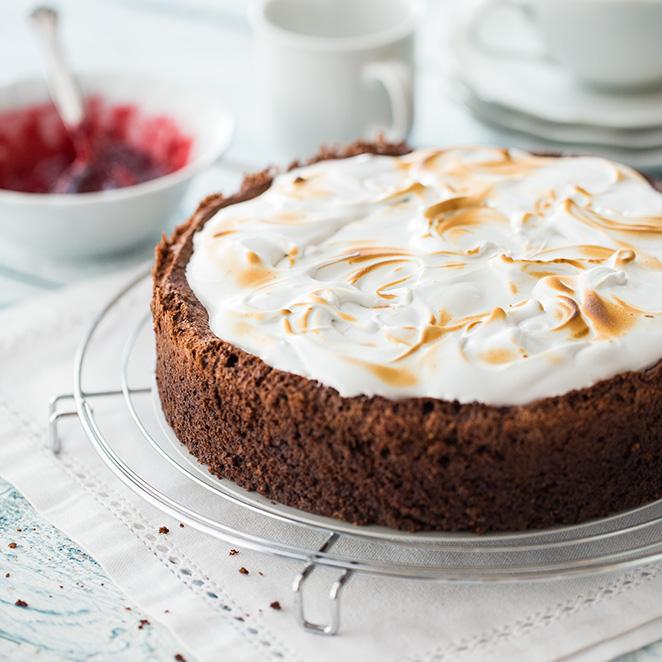 Schokoladen Mandel Kirsch Kuchen Mit Baiserhaube