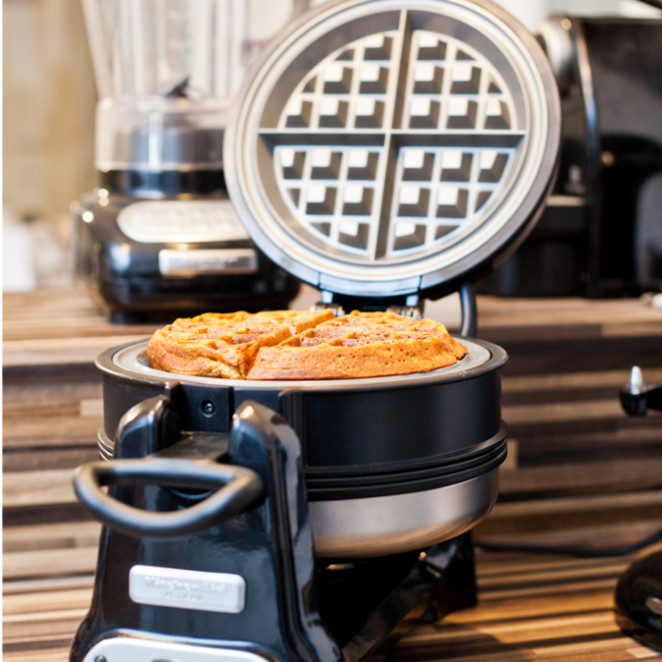 im test das waffeleisen artisan von kitchenaid. Black Bedroom Furniture Sets. Home Design Ideas