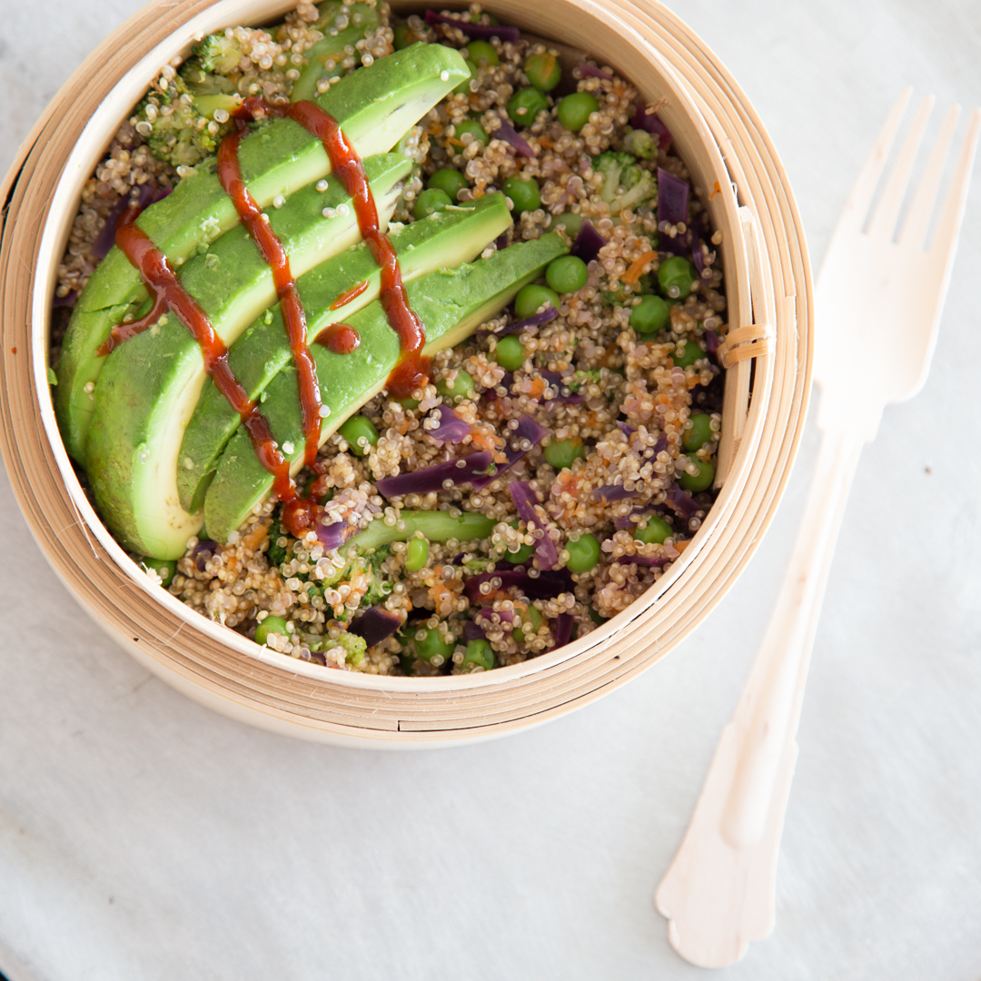 superfood buddha bowl mit quinoa und avocado. Black Bedroom Furniture Sets. Home Design Ideas