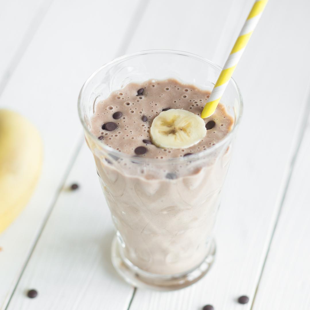 smoothie mit banane kakao und erdnussbutter. Black Bedroom Furniture Sets. Home Design Ideas