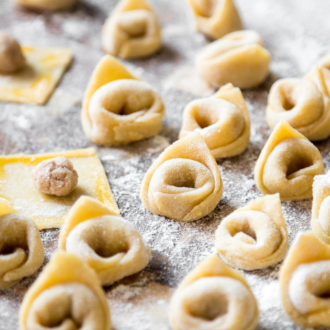 tortellini selber machen kochen wie eine italienische nonna. Black Bedroom Furniture Sets. Home Design Ideas