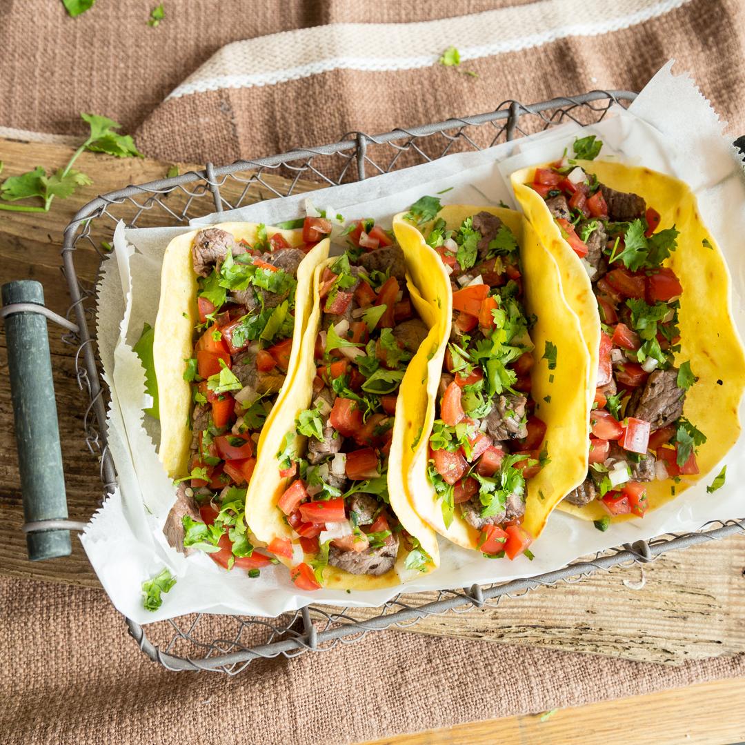 von tortilla bis salsa so gelingen dir mexikanische tacos. Black Bedroom Furniture Sets. Home Design Ideas
