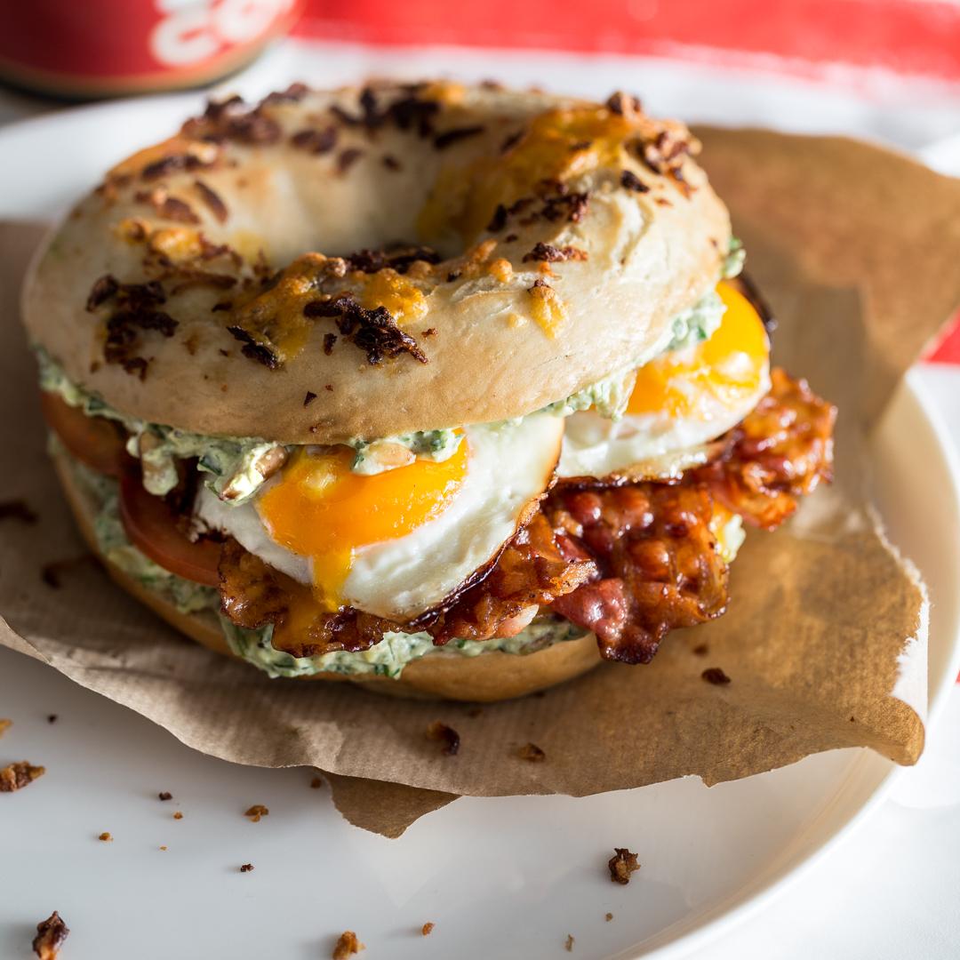 New York Breakfast Bagel