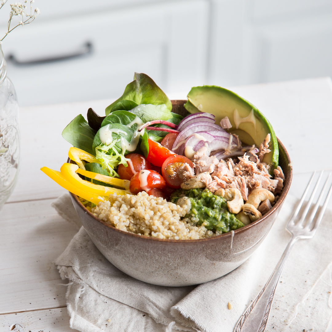 thuna quinoa bowl mit pesto thunfisch aus der sch ssel. Black Bedroom Furniture Sets. Home Design Ideas