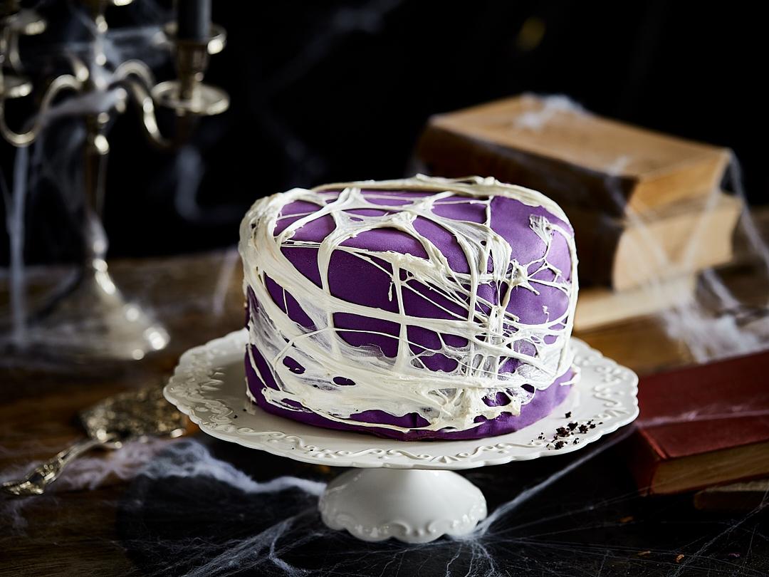 Perfekt Fur Halloween Black Velvet Spinnweben Torte