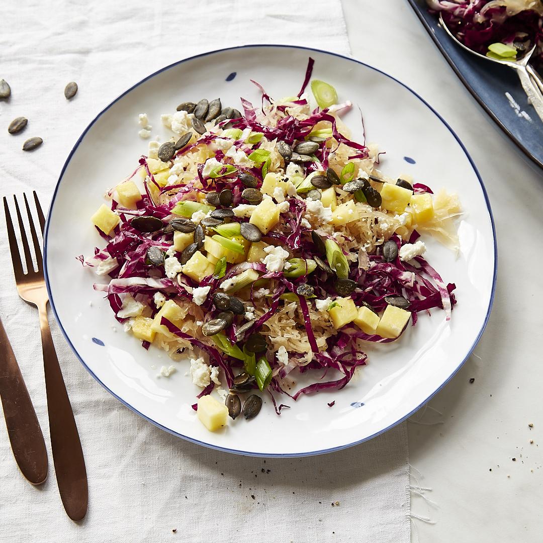 Fruchtiger Sauerkrautsalat mit Ananas und Radicchio