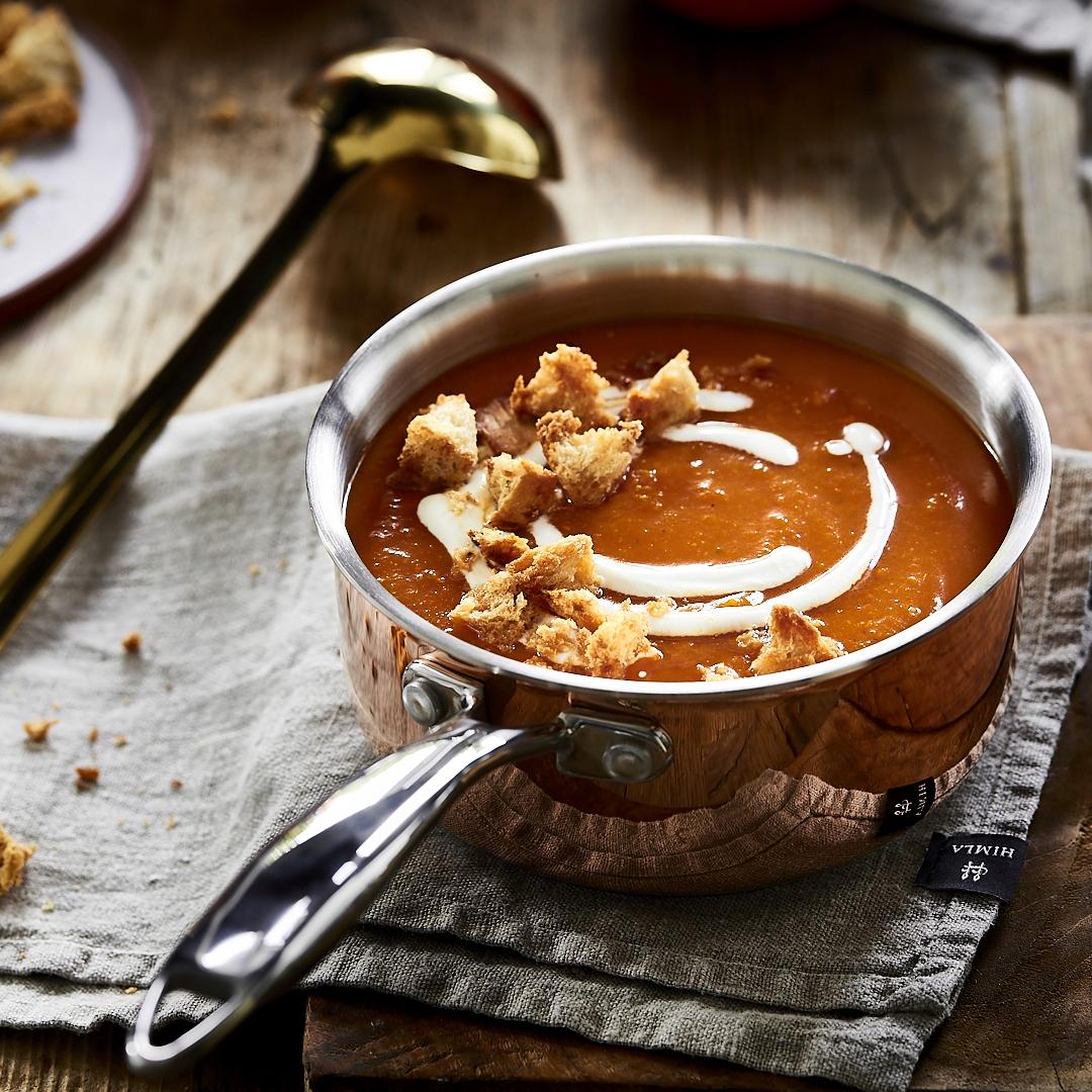 Tomaten-Kürbissuppe mit Ahornsirup-Croûtons