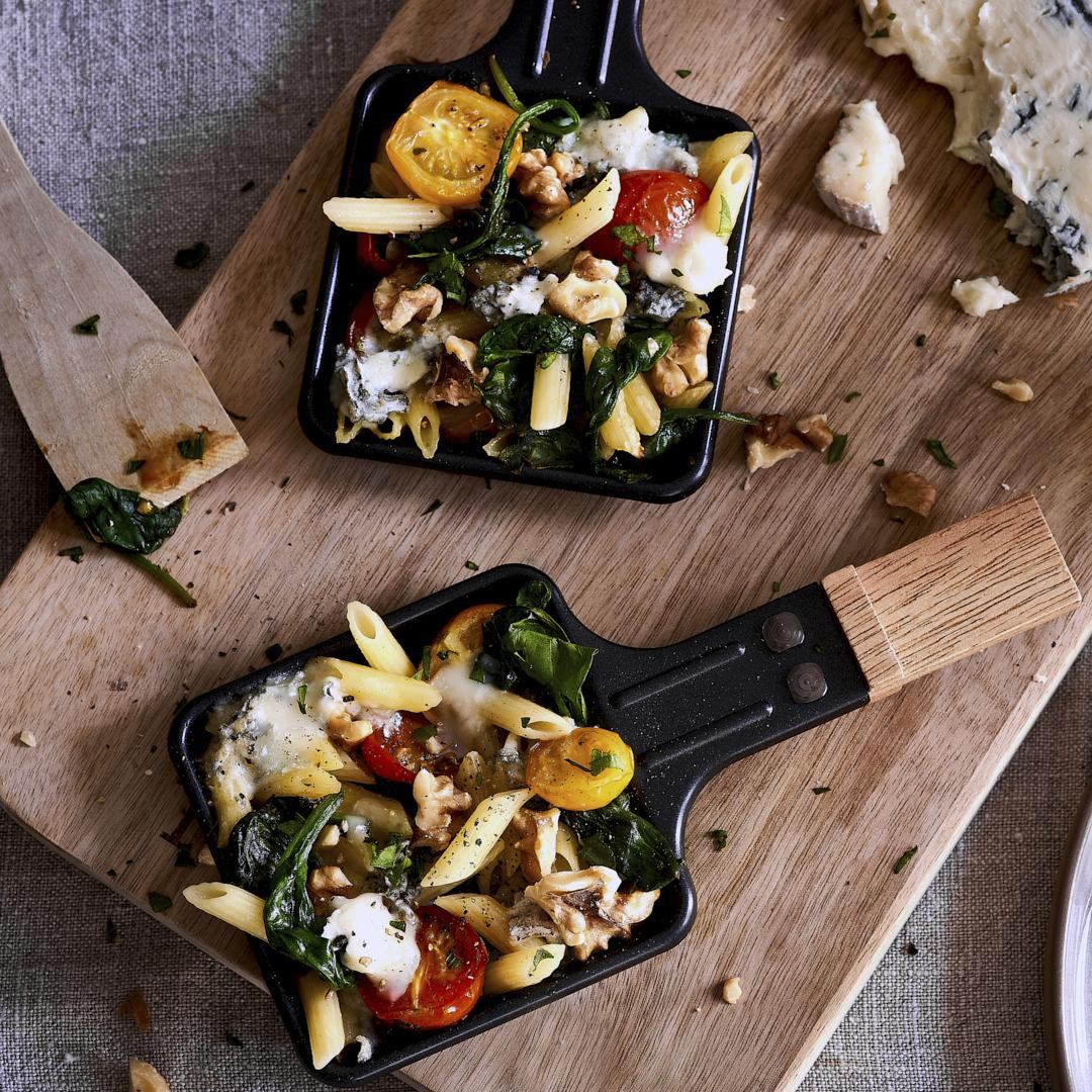 Raclette: Penne mit Spinat, Tomaten und Gorgonzola