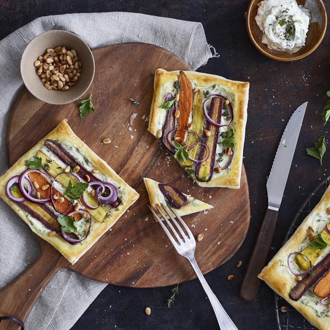 Dinkel-Tartelettes mit bunten Möhren